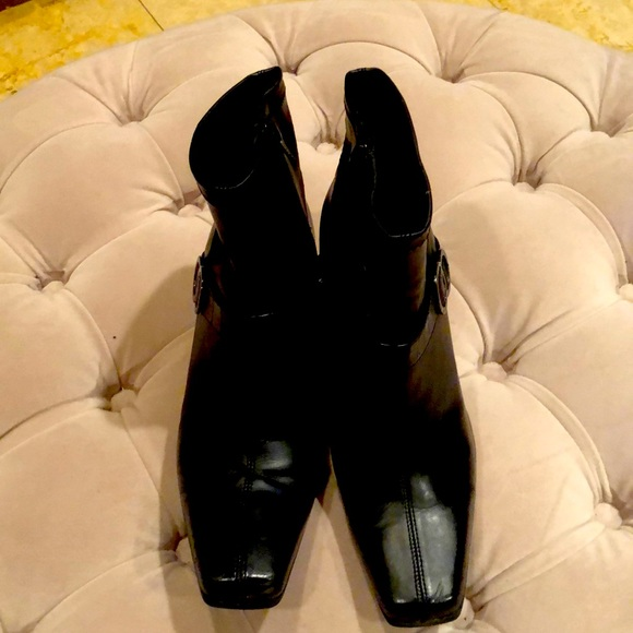 8 1/2 Black Ankle boots Soft Heeled